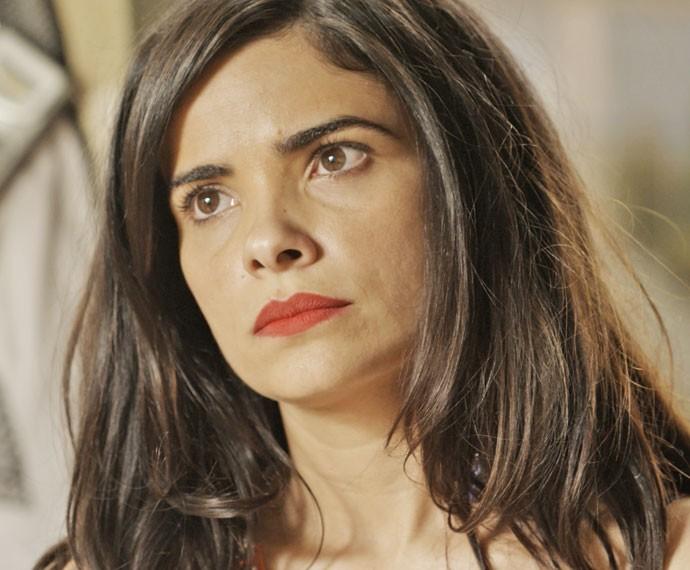 Tóia fica incomodada com presença de Zé Maria (Foto: TV Globo)
