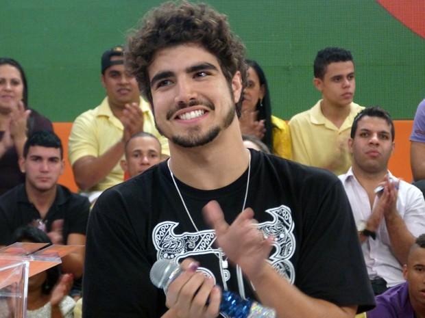 Caio Castro bate um papo com Regina Casé no palco do Esquenta! (Foto: Esquenta/TV Globo)