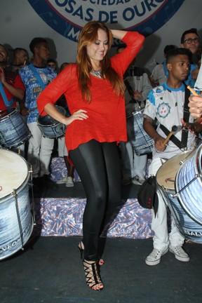 Ellen Rocche na quadra da escola de samba Rosas de Ouro em São Paulo (Foto: Amauri Nehn/ Brazil News)
