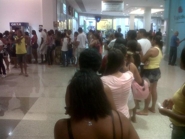 Devido ao boato, muita gente procurou agências da CEF para tentar sacar dinheiro do Bolsa Família (Foto: Alex Barbosa/TV Mirante)