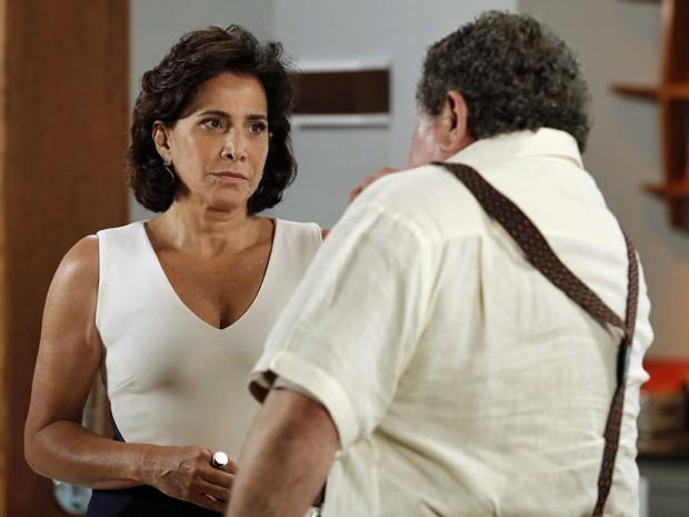 A médica afirma que Úrsula é a mãe de Laura (Foto: Fábio Rocha/Gshow)