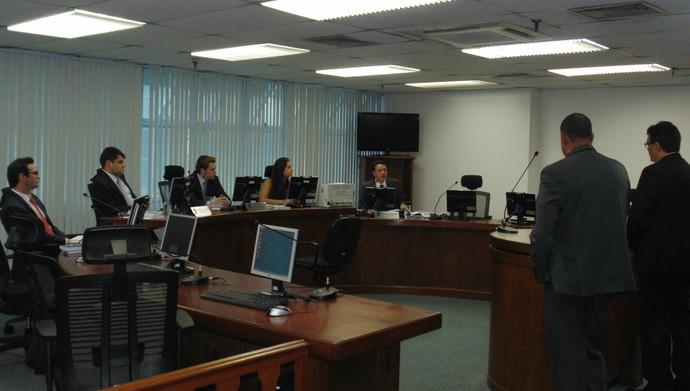 Julgado no STJD do Remo, com o advogado André Cavalcante (Foto: Daniela Lameira/Site STJD)