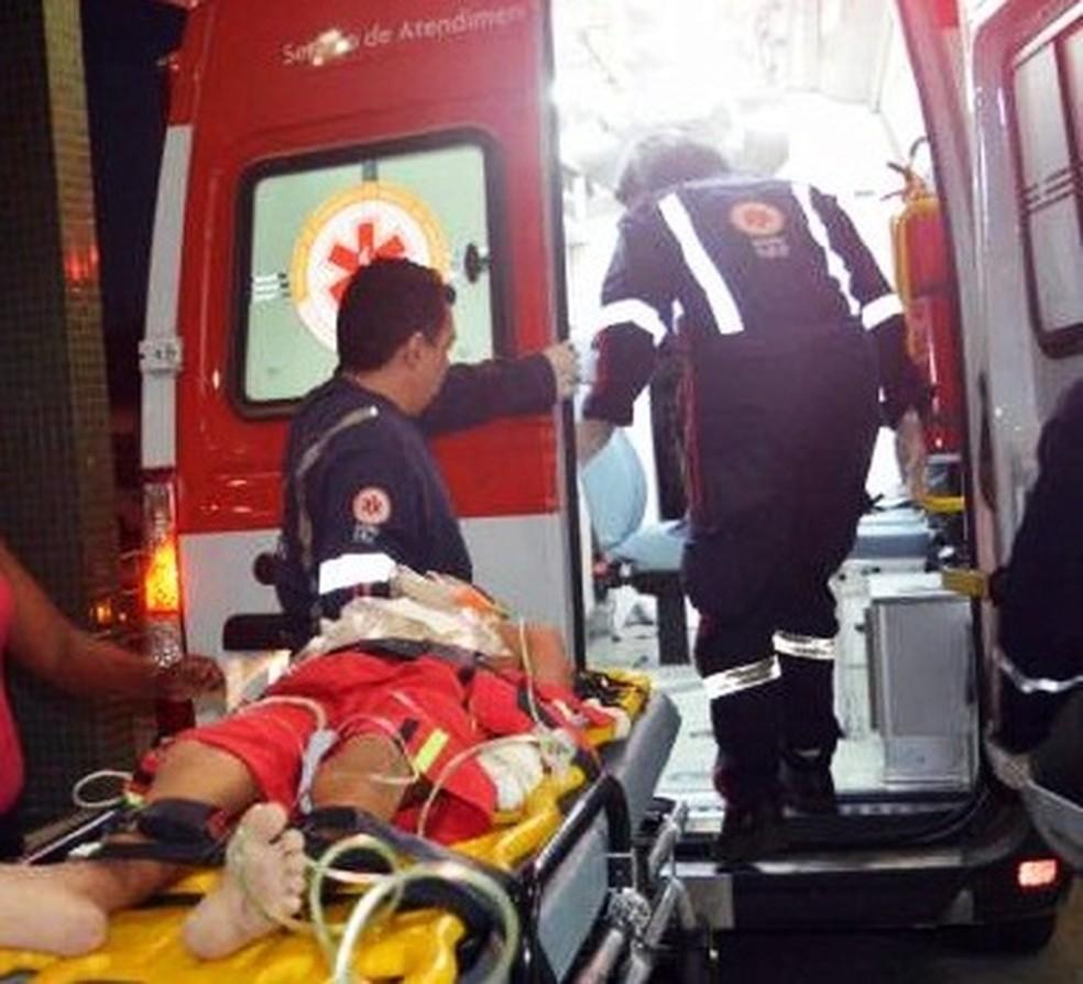 Menino de 11 anos foi baleado pelo próprio pai ao tentar defender a mãe  (Foto: Fim da Linha RN)