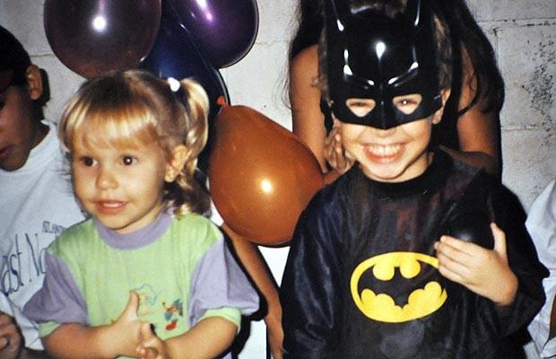 Bruno e Camila que estão no The Voice Brasil numa festa de aniversário nos anos 90 (Foto: Arquivo pessoal/Bruno e Camila)