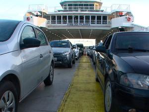 Fila ferry Bom Despacho - Salvador. Bahia (Foto: Reprodução/ TV Bahia)
