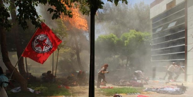 Explosão matou dezenas de pessoas na cidade turca de Suruc, perto da fronteira com a Síria, nesta segunda-feira (20) (Foto: Dicle News Agency/AFP)