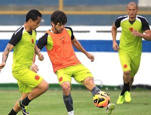 Juninho Pernambucano treino do Vasco (Foto: Marcelo Sadio / Site do Vasco)