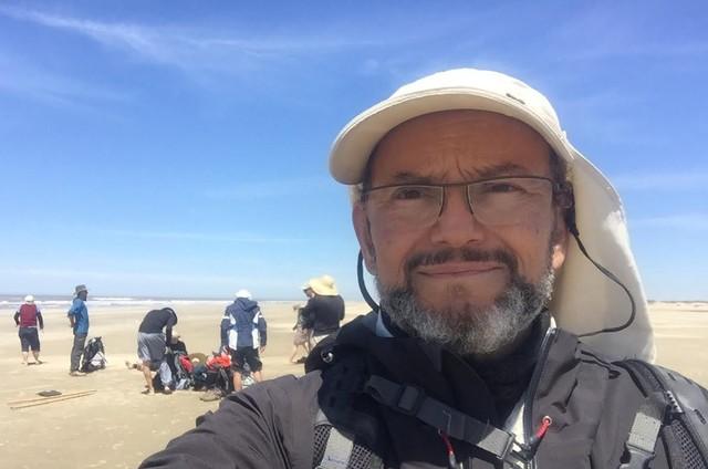 Ernesto Paglia e uma equipe do 'Globo repórter' atravessaram a praia do Cassino (Foto: Divulgação)