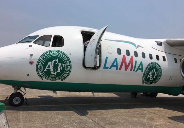 Avião da companhia aérea Lamia que transportava a equipe da Chapecoense, em foto postada pela equipe (Foto: Reprodução/Facebook)