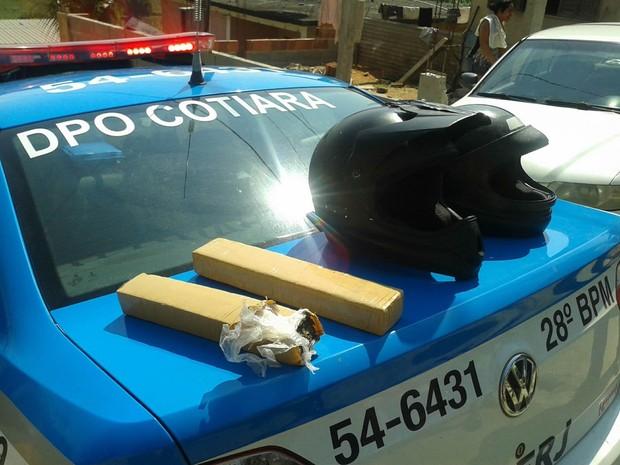 Tabletes de maconha encontrados na casa do suspeito (Foto: Divulgação/Polícia Militar)