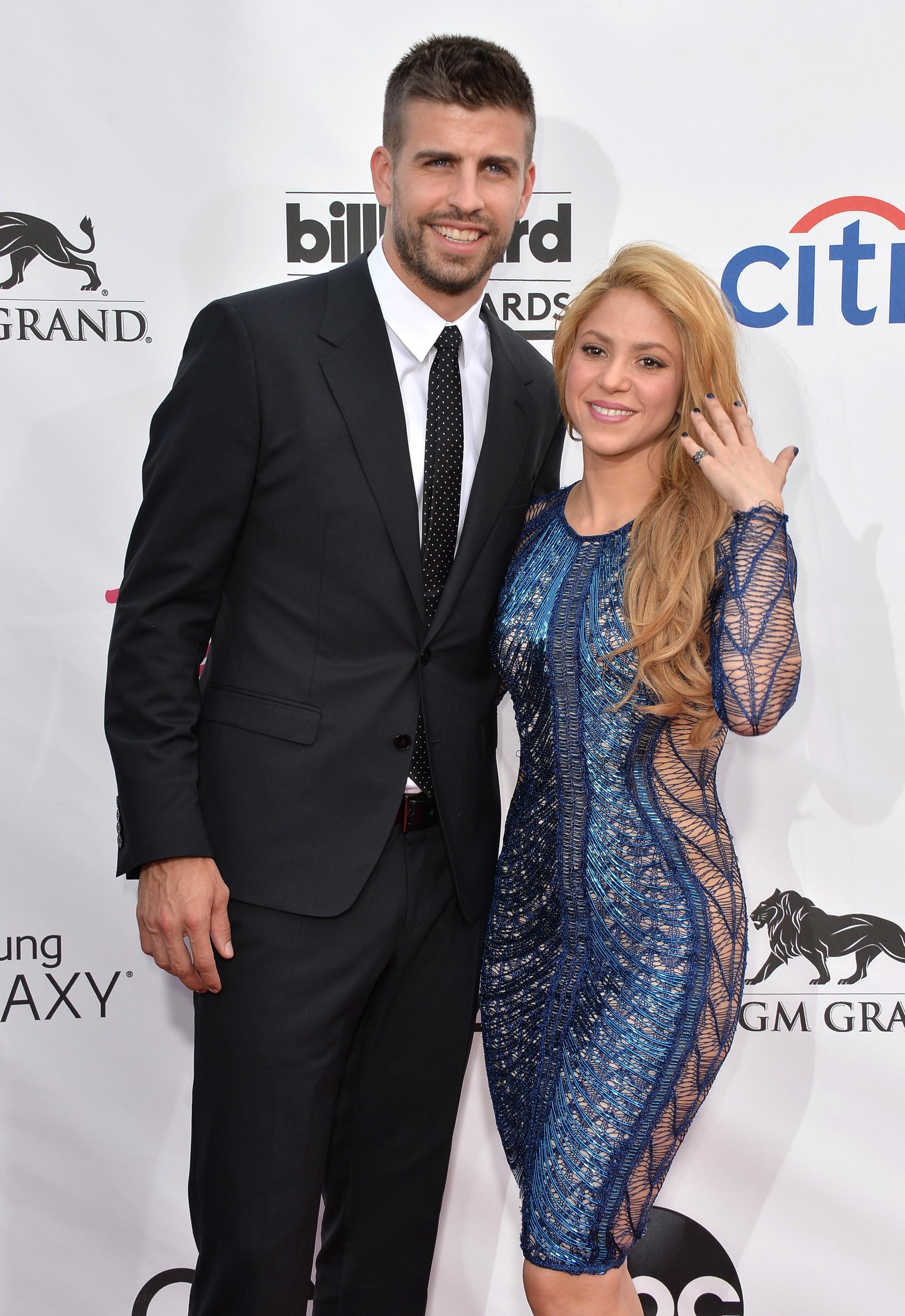 A cantora e embaixadora da UNICEF Shakira está com o jogador de futebol Piqué desde 2010. O filho do casal, Milan, faz sucesso nas redes sociais com suas bochechas fofas. (Foto: Getty Images)