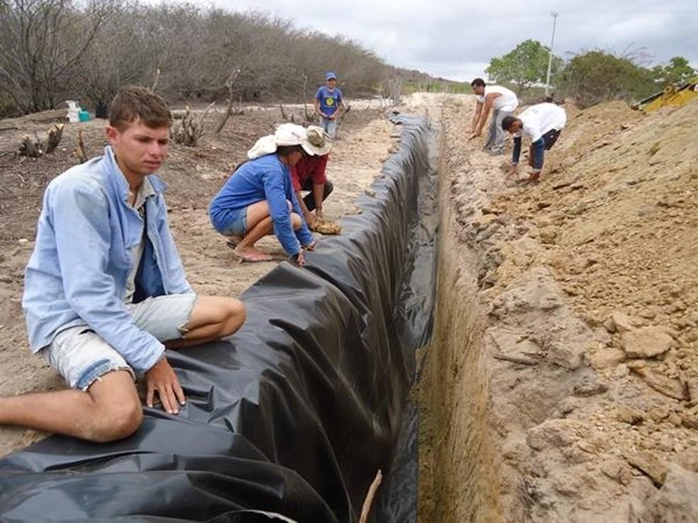 Barragens subterrâneas acumulam água e mantém o solo úmido (Foto: Emater/Divulgação)