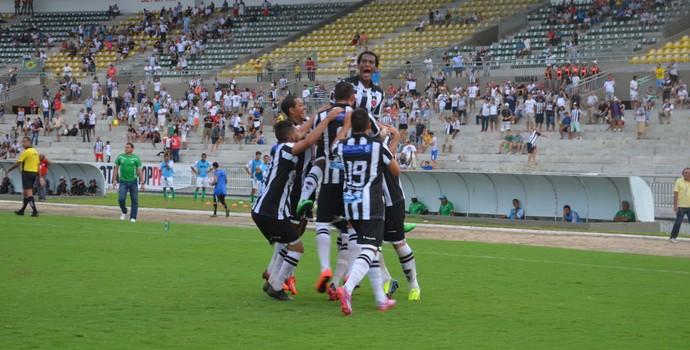 Jogadores do Botafogo comemoram segundo gol marcado por Roberto Dias (Foto: Hévilla Wanderley / GloboEsporte.com/pb)