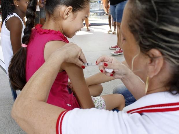 Cerca de 2 mil meninas em Ipatinga não tomaram a segunda dose da vacina de proteção contra o HPV (Foto: Divulgação/PMI)