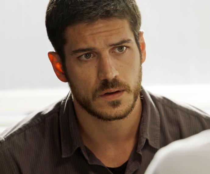 Dante descobre informação valiosa sobre facção (Foto: TV Globo)