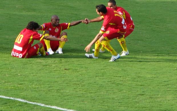 Comemoração Atlético Sorocaba no jogo contra o Rio Preto (Foto: Rafaela Gonçalves / GLOBOESPORTE.COM)