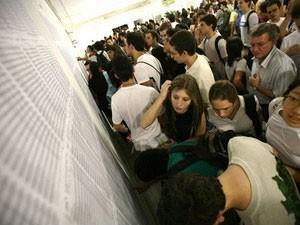 Alunos procuram sala de provas  (Foto: Unesp/ Divulgação)