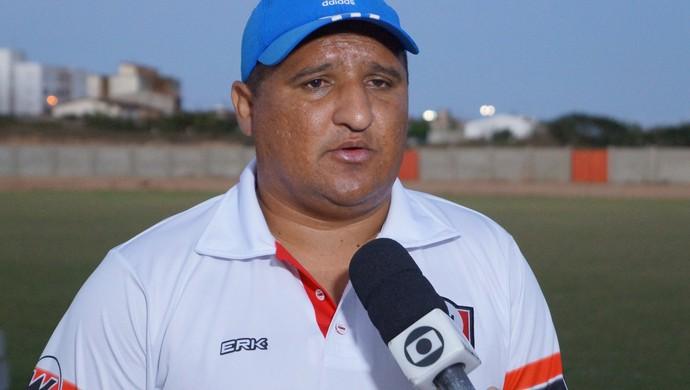 Higor César técnico Santa Cruz de Natal (Foto: Augusto Gomes/GloboEsporte.com)