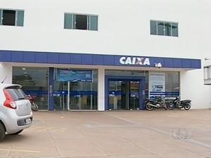 Caixa Econômica Federal, agência de Tocantinópolis (Foto: Reprodução/TV Anhanguera)