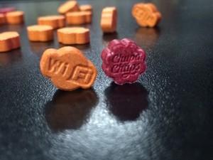 Marcas utilizadas em 'balas' de ecstasy chamaram a atenção dos policiais (Foto: Fábio Almeida / RBSTV)