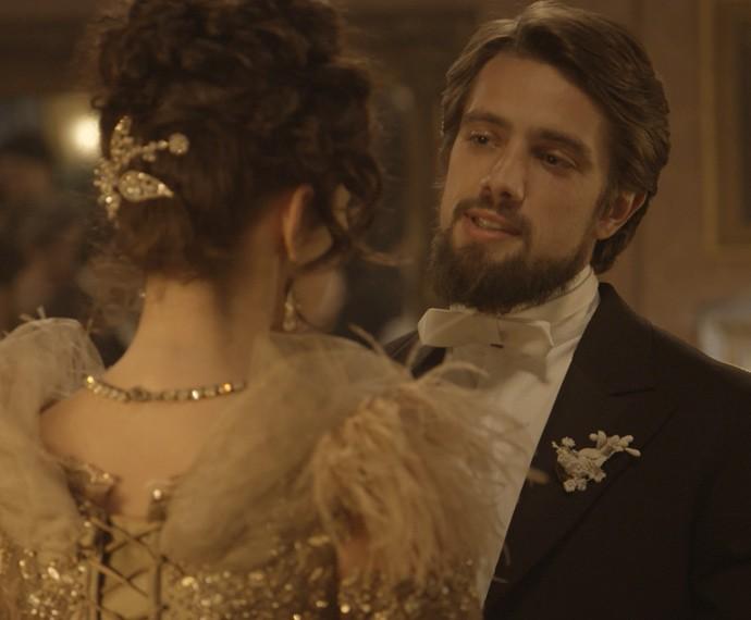 Felipe agradece pelo carinho que Melissa tem com Alex e propõe: 'Quer ser minha mulher?' (Foto: TV Globo)