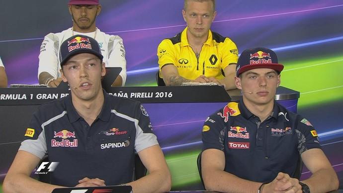 Kvyat e Verstappen constrangidos na coletiva para o GP da Espanha de F1 2016 (Foto: Reprodução)
