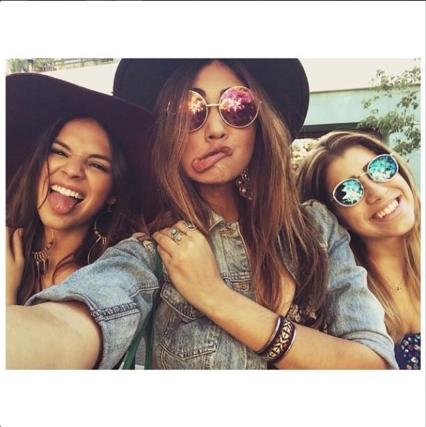 Bruna Marquezine, Stéphannie Oliveira e uma amiga (Foto: Reprodução/Instagram)