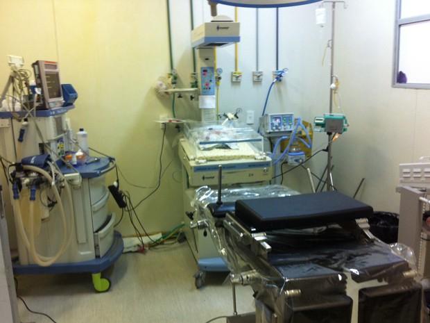 Leitos de UTI foram improvisados no Centro Cirúrgico da Januário Cicco (Foto: Matheus Magalhães/G1)