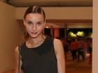 Famosos vão ao segundo dia de desfiles do Fashion Rio, na Marina da Glória