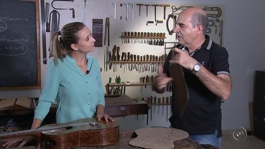 Garçom fabrica violão de papel inspirado na mãe e surpreende profissionais do Conservatório de Tatuí: 'Gratidão'