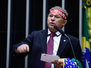 16/04 - O deputado Assis Carvalho (PT/PI) discursa durante sessão de discussão do processo de impeachment da presidente Dilma Rousseff no plenário da Câmara, em Brasília (Foto: Nilson Bastian/Câmara dos Deputados)