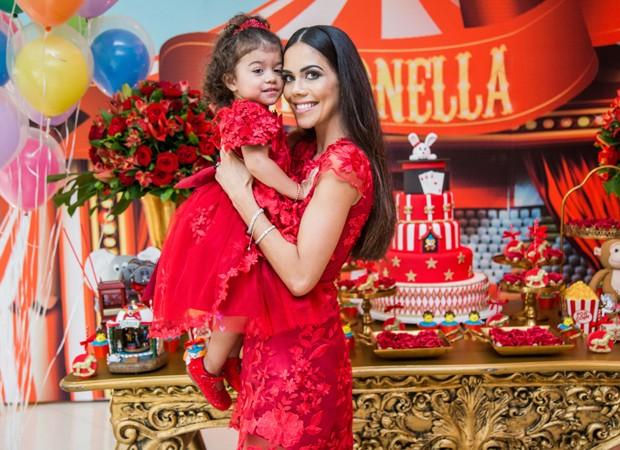 Daniela Albuquerque e a filha caçula, Antonella (Foto: Kátia Rocha)