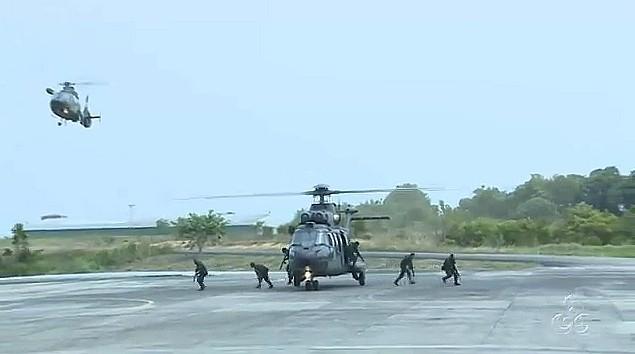 Técnicas de infiltração e desembarque feita pelo Comando Militar da Amazônia (Foto: Bom dia Amazônia)