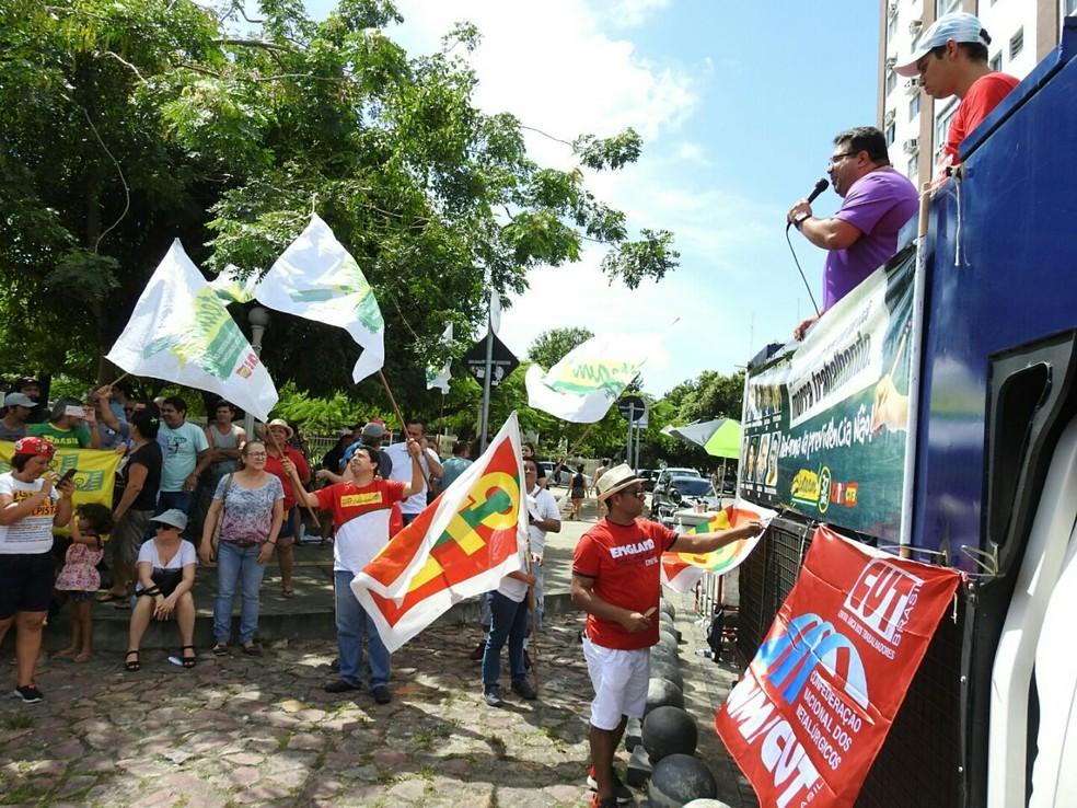 Manifestação foi realizada na Praça do Congresso, em Manaus (Foto: Adneison Severiano/G1 AM)
