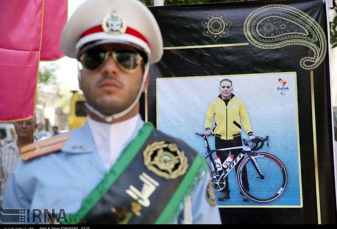 enterro ciclista  Bahman Golbarnezhad (Foto: Divulgação / Comitê do Irã)