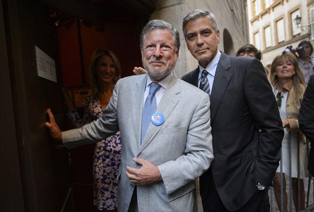 George Clooney chega a jantar de gala pró-Obamaem Genebra  (Foto: Fabrice Coffrini/AFP)