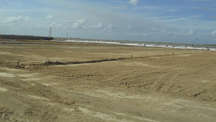 Nesta área serão construídos quatro campos do novo CT do CRB (Foto: Denison Roma / GloboEsporte.com)