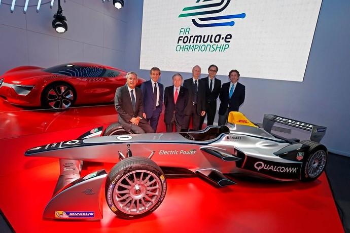Alain Prost e o sócio Jean-Paul Driot apresentam a e.dams, equipe da Fórmula E (Foto: Divulgação/FIA)