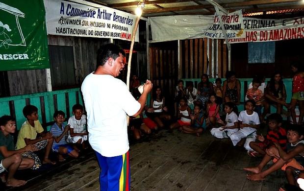 Ney Valente realiza aulas de capoeira=02-04-2012 (Foto: Ney Valente/Divulgação)