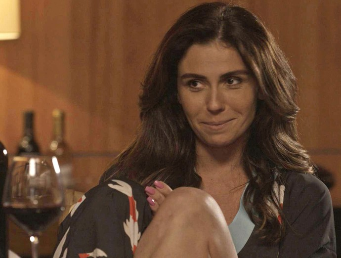 Alice conta para Lenita que terminou com César (Foto: TV Globo)