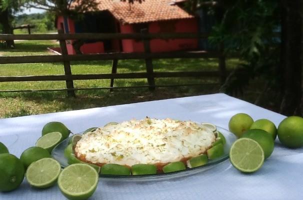 Nosso Campo ensina a fazer uma receita de torta de limão para sobremesa (Foto: Tammy Andrade / TV TEM)