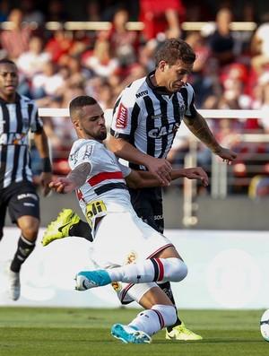 São Paulo x Atlético-MG Lucão Rafael Moura (Foto: Marcello Zambrana / Agif / Estadão Conteúdo)