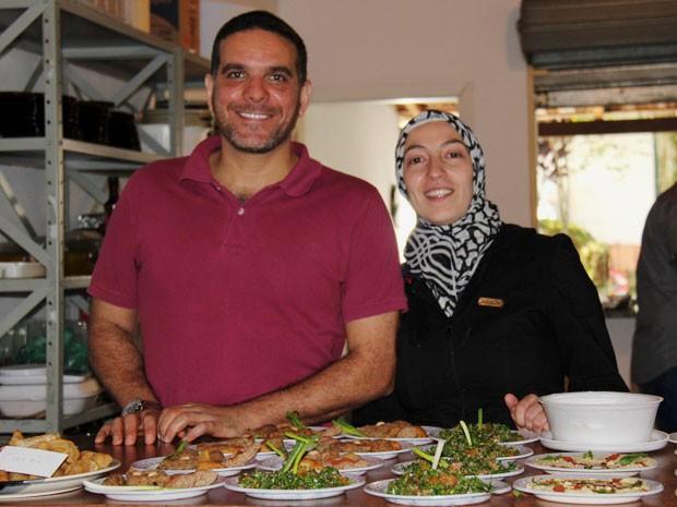 Os sírios Talal Al Tinawi e sua mulher, Ghazal, fazem comida para vender em SP (Foto: Talal Al Tinawi/Arquivo pessoal)