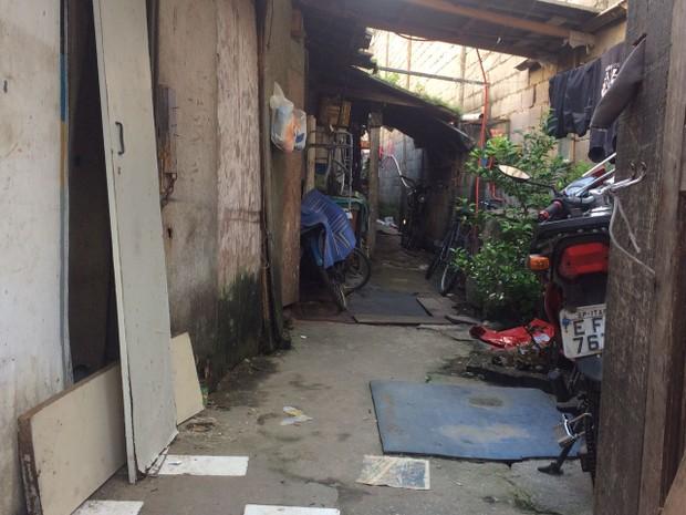 Menina morava no bairro Paquetá, em Santos (Foto: João Paulo de Castro/G1)