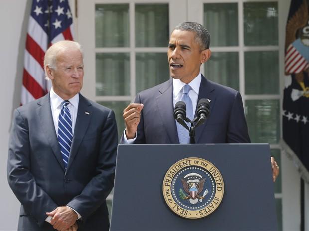 Obama, ao lado do vice-presidente Joe Biden, anuncia ações contra a Síria em discurso neste sábado (31) (Foto: AP/Charles Dharapak)