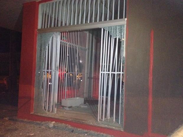 Loja de eletrodomésticos teve objetos furtados (Foto: Patrício Reis/G1)