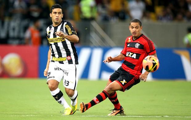 Edilson e Carlos Eduardo Botafogo e Flamengo (Foto: Satiro Sodré / SSPress)