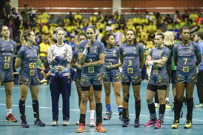 Jogadoras do Brasil pedem desculpas ao público após adiamento de rodada (Foto: Wander Roberto/Photo&Grafia)