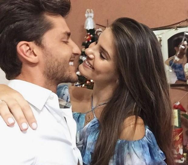 Camila Queiroz se declara para Klebber Toledo (Foto: Reprodução/Instagram)