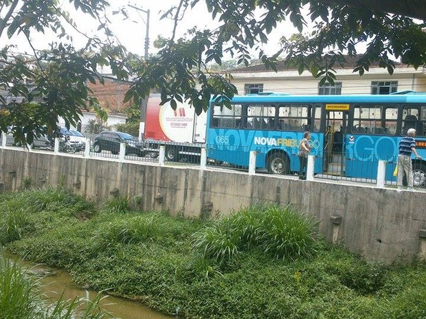 Ônibus quebra e deixa trânsito congestionado em Friburgo
